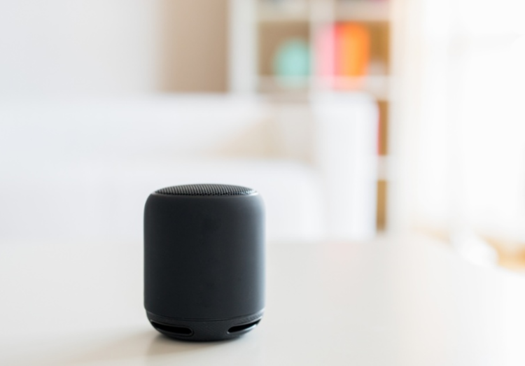 Smart-speaker-and-virtual-voice-assistant-at-home
